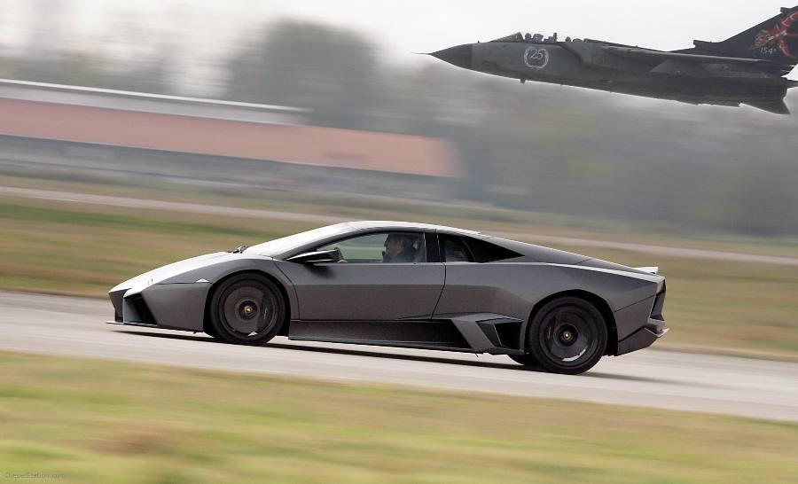 Lamborghini Reventon در مقابلTornado