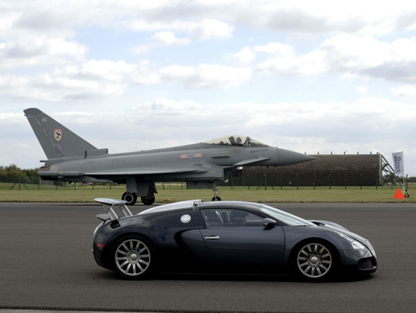 4 جدال معروف خودروهای سوپر اسپرت با هواپیما
