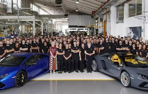 لامبورگینی رکورد تولید خودرو های سوپر اسپرت را شکست