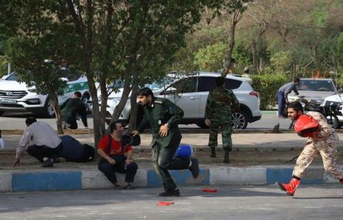 مردم هدف تیراندازی تروریستها در اهواز قرار میگرفتند