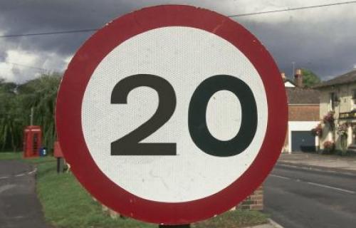 خطر در مناطقی که سرعت مجاز 20 مایل در ساعت دارند در کمین شماست