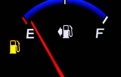 با روشن شدن چراغ باک بنزین چند کیلومتر می توانید پیمایش کنید