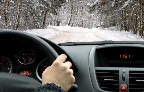 چند توصیه حیاتی هنگام رانندگی در برف و یخبندان