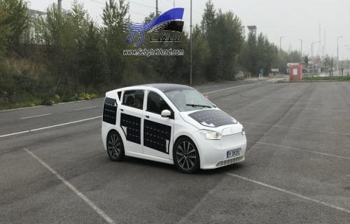 خودرویی با سقف خورشیدی