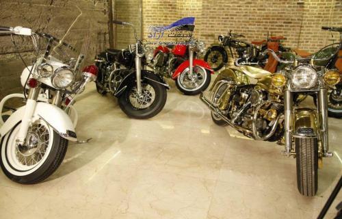 کشف موزه موتورهای هارلی دیویدسون در یک کلکسیون زیرزمینی در تهران + فیلم مصاحبه