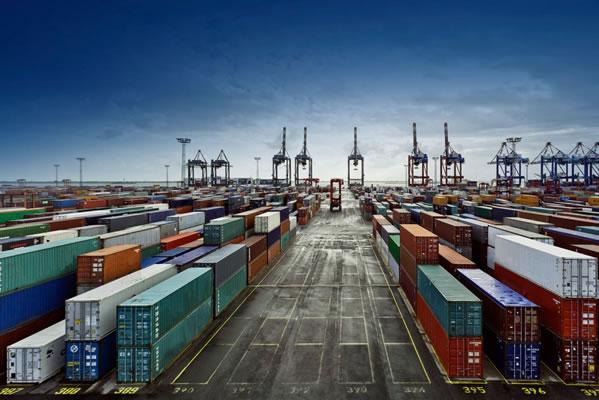 صف های طولانی در دفتر مقررات صادرات و واردات