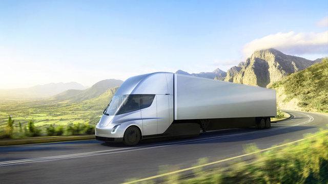 کامیون برقی تسلا ۱۰۰۰ کیلومتر را طی میکند!